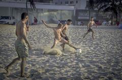 Boys playing soccer in the beach of Cartagena, Colombia. (Capitancapitan) Tags: cartagena colombia colombiano fotografia colombiana paisaje playas de indias soccer futbol balon ball boys play
