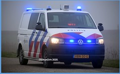 Dutch Police Bike Van MNL. (NikonDirk) Tags: vw volkswagen transporter police nikondirk stretched red striping netherlands nederland hulpverlening holland golf dutch t5 gp cops cop midden gooi vechtstreek flevoland utrecht tinted politie foto bus t5gp vbn30g