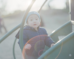 img089-2 (taira machida) Tags: family flare ghost takumar 105mm 24 pro400h 120 child pentax67 67 film