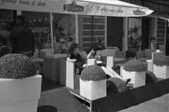 Bella mia (Franco & Lia) Tags: street fotografiadistrada photographiederue strasenfotografie lamaddalena sardegna sardinia bar gelateria ragazze girls analog analogico pellicola film agfa apx100 nikon nikonl35af2 adox aph09 epson v500