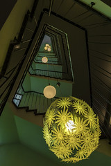 Florale Beleuchtung (tan.ja1212_2.0) Tags: treppe treppenhaus lampen beleuchtung lamps stairs stairwell architektur architecture geländer railing