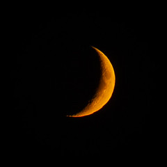 Orange waxing crescent moon (cliqmo_) Tags: orange waxing crescent moon london skies