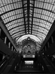 Vers +1 (jdel5978) Tags: blackwhite blackandwhite bw blackandwhitephoto black noiretblanc noir antwerp antwerpen anvers gare station