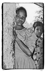 Odisha : young girl (foto_morgana) Tags: adivasi analogphotography analogefotografie photographieanalogue asia asie azië asiangirl blackwhitephotography canoneos1 child childhood children enfant enfance enfants face aangezicht visage filmnoir girl india kodakt400cn koraput monochrome nikoncoolscan odisha on1photoraw2020 portrait portret stare topazdenoiseai travelexperience vuescan young youth zwartwitfotografie