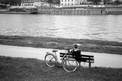 Nad rzeką / At the river (Rrrodrigo) Tags: film fomapan200 jedenaparat olympus35rc blackandwhite olympusezuiko4228 ocoloy kraków wisła river bank bike girl leisure