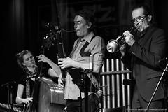 Die Knödel (jazzfoto.at) Tags: sony sonyalpha sonyalpha77ii sonya77m2 wwwjazzfotoat wwwjazzitat jazzitmusikclubsalzburg jazzitmusikclub jazzfoto jazzphoto jazzphotographer markuslackinger jazzinsalzburg jazzclubsalzburg jazzkellersalzburg jazzclub jazzkeller jazz jazzlive livejazz konzertfoto concertphoto liveinconcert stagephoto greatjazzvenue downbeatgreatjazzvenue salzburg salisburgo salzbourg salzburgo austria autriche blitzlos ohneblitz noflash withoutflash concert konzert concerto concierto sw bw schwarzweiss blackandwhite blackwhite noirblanc biancoenero blancoynegro zwartwit pretoebranco musikerinnen femalemusicians musicistifemminili musiciennes músicasfemeninas músicosfemininos