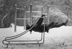 Gravity Breaker (Ernst_P.) Tags: patrick pisch sport fitness calisthenics frontlever bw sw monochrom sigma art 50mm f14 a99ii sony winter schnee volders tirol österreich workout streetworkout sports
