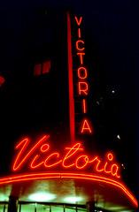 victoria3 (Spesam) Tags: lomography800 analogt filmphotography stockholm neonljus neonlights