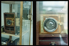 Antique Large Format Camera Display shot by tiny pen-ft (S.H.CHOW) Tags: 38mmf18 analog chowsheuhau diycolordev expiredfilm film filmisnotdead fujifilmpro400h halfframe olympus pro400h penft sheuhauchow unicolorc41kit zuiko38mmf18 shchow filmphotography