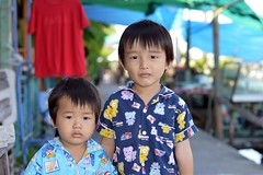 brothers (the foreign photographer - ฝรั่งถ่) Tags: two brothers children khlong lard phrao bangkhen bangkok thailand nikon d3200