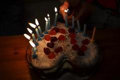 13 küünalt (anuwintschalek) Tags: nikond7000 40mm micronikkor austria niederösterreich wienerneustadt kodu home kalle lapsed küünlad kerzen candles sünnipäev kallesünnipäev birthday geburtstag talv winter january 2020 sünnipäevatort tort homemade 13 torte geburtstagskuchen birthdaycake