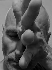 unaufhaltsam (herbertfuler) Tags: fulerfotos1 menschen kopf schwarz weiss black white portrait foto fotografie human gesellschaft society artist art kunst