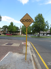 1960s/70s worded 'School' sign on Beluah Rd facing west to Osmond Tce in Norwood (RS 1990) Tags: old 1960s 1970s rare vintage school sign road beluahrd osmondtce norwood adelaide australia southaustralia thursday 23rd january 2020