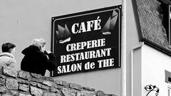 Café - Crêperie - Restaurant - Salon de Thé (patrick_milan) Tags: sign letters portsall bretagne cafe creperie salon people street