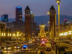 Barcelona - Placa de Espanya (peterkaroblis) Tags: barcelona dämmerung twilight crepusculo city stadt ciudad architecture arquitectura architekture sunset sonnenuntergang puestadelsol placadeespanya