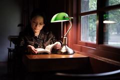 閱 讀 (Wilson Au   一期一会) Tags: taiwan taipei bookshop light window atmosphere 台灣 台北 lady book reading desklamp fujifilm xt3 fujinon xf35mmf14r portrait bestportraitsaoi