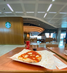 2020_012 (casirfm) Tags: iphone11promax apple cameraphones 2020 iphonography iphonephotography pizza malpensa airport starbucks