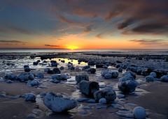 Watching the Sun Go Down (Pt 3) (Ree Smith) Tags: monknash thevaleofglamorgan glamorganshire southwales wales sunset seascape thebristolchannel sky rocks beach rolleireversegradfiltergnd8