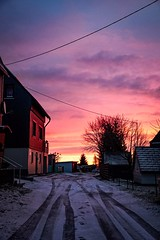 Red sky (A.K. 90) Tags: redyelloworange skyglory sky himmel morning morgens morgenrot earlybird red rot lightsandshadows house street city hometown town sunrise cloudssunsetsstormssunrise sonnenaufgang colorful colors sonyalpha6300 e18135mm3556oss photo photography beautiful world life