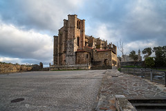Castro Urdiales - Iglesia de de Santa María de la Asunción (Juan Ig. Llana) Tags: castrourdiales cantabria españa iglesia arquitectura monumento plaza castillo faro