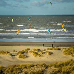 Kitesurfing on Groenendijk - Belgium (Frank Smout) Tags: kites kitesurfing groenendijk oostduinkerke noordzee belgium