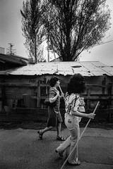 Street (3602)A672 (soyokazeojisan) Tags: japan osaka city street people tree bw blackandwhite monochrome analog olympus m1 om1 21mm film trix kodak memories 1970s