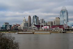 Empty Barges heading up the Ohio River (durand clark) Tags: ohioriver cincinnati ohio covingtonkentucky barge pushboat cincinnatiredsstadium centralbusinessdistrict carewtower lickingriverhistoricaldistrict nikonz6mirrorless nikon2470f4s clouds river skystar ferriswheel