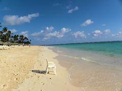 Have a seat (alainazer) Tags: puntacana dominicana punta cana eau acqua water océan ciel cielo sky plage beach spiaggia