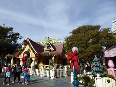 Going to Mickey's house (c_nilsen) Tags: disneyland anaheim orangecounty themepark digital digitalphoto california toontown