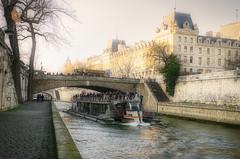 Bateau-mouche - Paris (Eric Reynaud) Tags: nikon nikond7000 sigmaart luminar4 paris