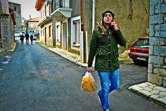 street kiss (Love me tender ♪¸.•*´¨´¨*•.♪¸.•*´) Tags: street streetshots architecture walking one shopping man kiss dimitrakirgiannaki winter colors bag jeens