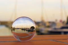 Der Blick durch die Kugel (ramonarichter) Tags: glaskugel hafen schiffe segelboot laherradura almuñecar nikond750 andalusien