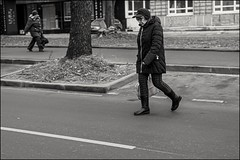 18drh0206 (dmitryzhkov) Tags: urban city everyday public place outdoor life human social stranger documentary photojournalism candid street dmitryryzhkov moscow russia streetphotography people man mankind humanity bw blackandwhite monochrome