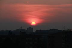 Milano + inquinamento = red sunset (MC Ildebrando) Tags: milano sunset tramonto redsky pollution pm10 landscape cityscape