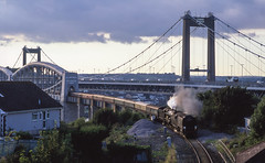 34067+6024 Cross The Royal Albert Bridge. 24/08/2007. (briandean2) Tags: kingclass westcountypacifics gwr kingedward1 tangmere 6024 34067 plymouth devon devoncornwallrailways mainlinesteam railways steam steamrailways uksteam ukrailways