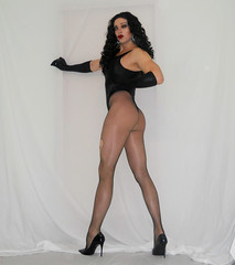 Muscles, Fishnets, Heels and Glitter! (queen.catch) Tags: crossdresser catchqueen youtuber youtube fishnets muscles fitness heels stilettos legsfordays pantyhose gloves wig tranny shemale glamboy sissy femboy dragqueen ladyboylipstick nylons strikeapose