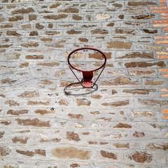 IMG_20200101_124733_376 (Museo dei botroidi) Tags: museodeibotroidi musei bologna bolognese basket pallacanestro nba world wall muro geology