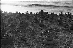 fm2_27_6 (Ghostwriter D.) Tags: analog nikonfm2 blackandwhite blackwhite bw spain españa islascanarias canaryisland tenerife teneriffa 2018 ocean stones stonesculptures