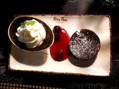 Dessert (ingrid eulenfan) Tags: essen dessert schokoladenküchlein frozen eis joghurt kirschkompott lecker restaurante peterpane leipzig 18105mm sony