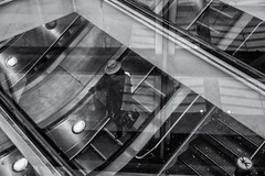 Lost (sdupimages) Tags: street rue bw nb monochrome stairs escalator reflection reflets escaliers lines lignes composition gare station londres london people