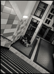 Berliner #994 (.Dirk) Tags: berlin olympusep5 mzuiko1718 street people prime crack metro sbahn bnw sw bw homeless schöneberg