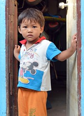 boy in a doorway (the foreign photographer - ฝรั่งถ่) Tags: boy child doorway kids khlong thanon portraits bangkhen bangkok thailand nikon d3200