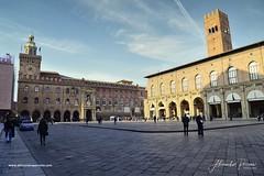 Bologna, Piazza Maggiore (Alessandro__78) Tags: 2020 d4 gennaio bologna piazzamaggiore luminar4 street