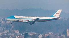 Air Force One landing in Zurich for WEF 2020 (BOSCHH) Tags: 747 89thairliftwing airforceone airmobilitycommand airport andrewsafb boeing boeing74720 kloten maryland pag president presidentialairliftgroup queenoftheskies trump usairforce unitedstates unitedstatesairforce vc25 vc25a wef wef2020 worldeconomicforum zrh zurich general military civil aviation aviationdaily aviationgeek canon fighter fighterjet flight fly air force airline airplane helicopter jet photo photography photos pilot plane planespotting sky spotting cockpit
