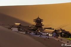 DUNHUANG (RLuna (Instagram @rluna1982)) Tags: asia china budismo viaje rluna1982 photo canon instagramapp outdoor landscape dunhuang desierto duna taklamakán gobi gansu rluna mogao crescentlake sunset sunrise naturaleza nature temple oasis