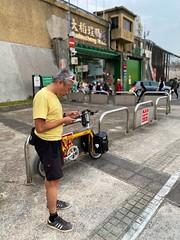 台北大稻埕碼頭.老包:「打卡春運?」 (nk@flickr) Tags: friend taipei 20200123 台北 cycling taiwan 台湾 bobby 台灣 iphone11probackdualwidecamera425mmf18