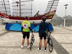台北大稻埕碼頭.背影 (nk@flickr) Tags: friend taipei cycling 台北 20200124 taiwan 台湾 bobby 台灣 阿中 iphone11probackdualwidecamera425mmf18