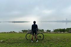 八里自行車道.霾害 (nk@flickr) Tags: bali cycling friend taiwan taipei 台北 bobby 台灣 台湾 八里 iphone11probacktriplecamera425mmf18 20200124