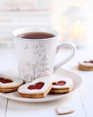Have you seen any snow this year? (littlelynx4) Tags: cupoftea hotdrink delicious cozy winterdrink wintermood foodphotography foodphotographer foodphoto foodstylist foodstilllife linzercookies almondcookies blacktea dessert