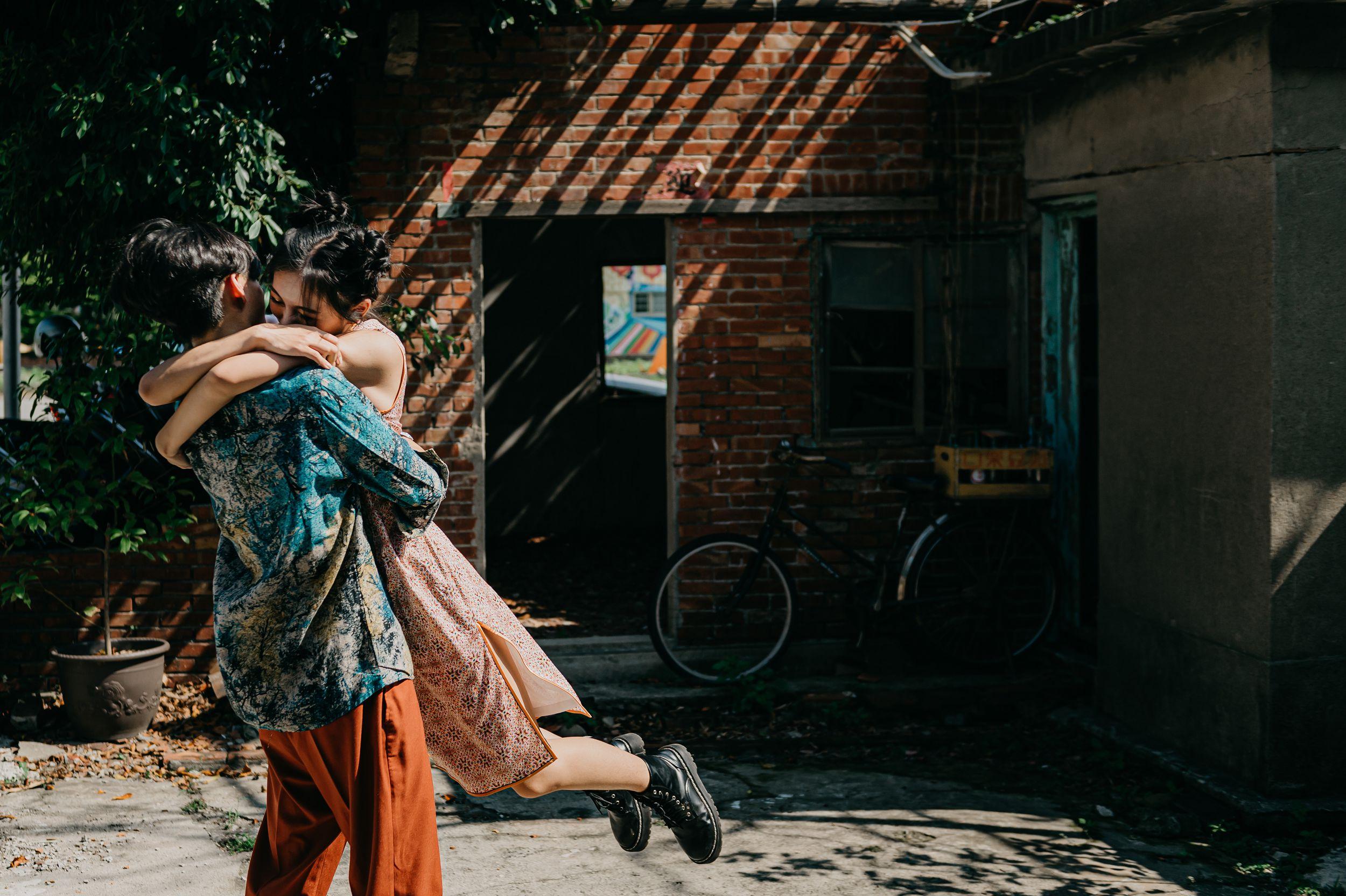游阿三,自助婚紗,七顆梨西服,七顆梨旗袍,帕米絲婚紗工作室,廢墟,新竹,海邊,沙灘,小花園造型,自然清新,美式風格,自然互動,禮服穿搭,婚攝,台北婚紗,新竹老街,香山沙丘